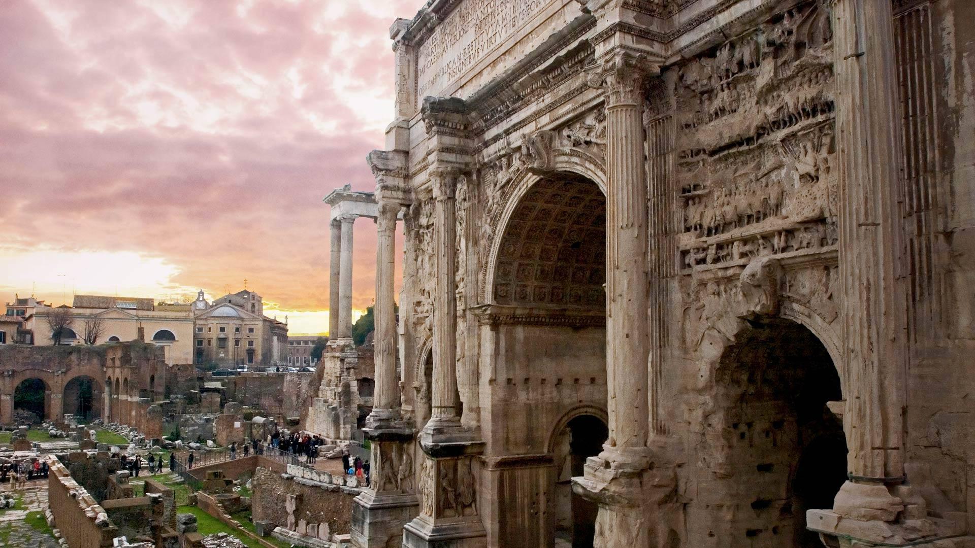 「セプティミウス・セウェルスの凱旋門」ローマ, フォロ・ロマーノ (© Pietro Canali/eStock Photo)