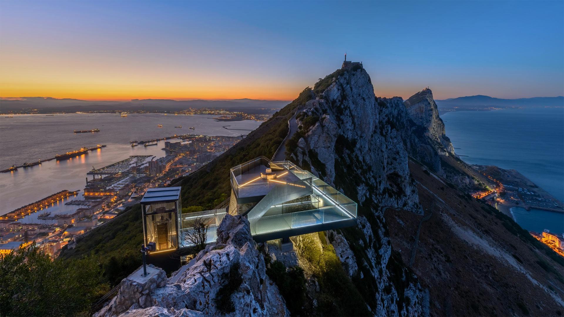「ジブラルタルの岩の空中回廊」イギリス領, イベリア半島 (© Stephen Ball/Alamy)