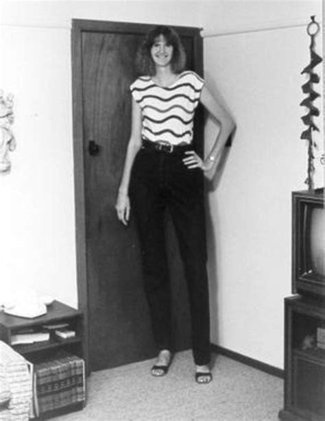 very tall women stories picture 2