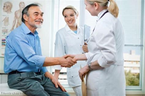 dermatologist female patient picture 1