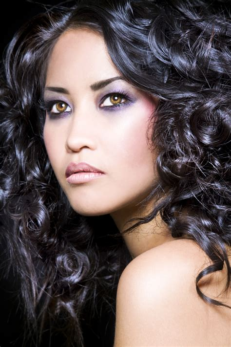 a salon who deals with curly hair picture 14