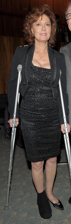 women crutching picture 5