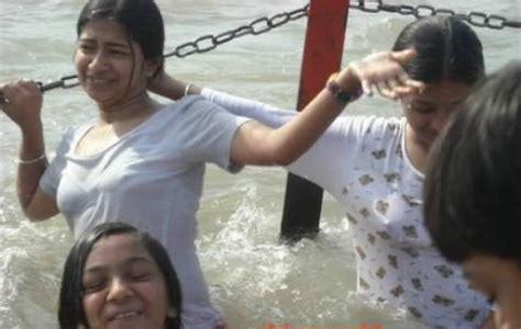 desi women bathing picture 6