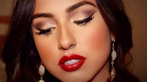 red glossy lips picture 5