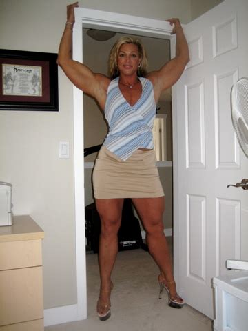 dominating women over muscle men picture 9