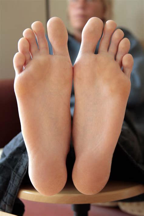 long toes hania s picture 2