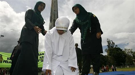women being whipped in arbic countries picture 9