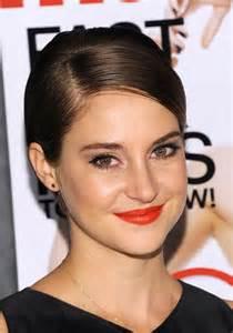 emma watson lip gloss picture 5