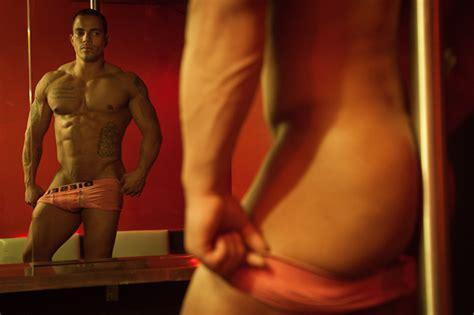can i blow a male stripper picture 2