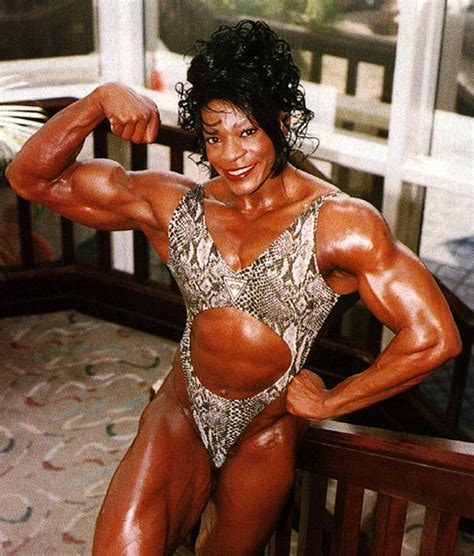 female bodybuilders lifts and carries picture 1