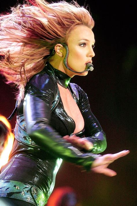 britney spears hair color for the onyx tour picture 3