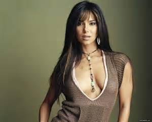 roselyn sanchez with lipgloss on picture 10