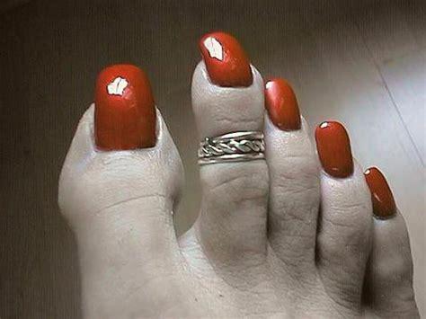 woman long toenail picture 14