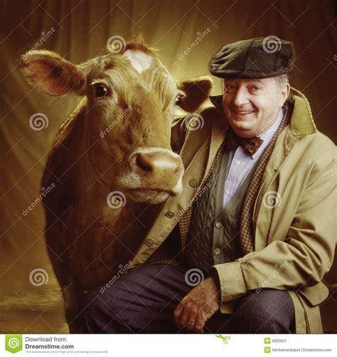 men and raw bovine picture 2