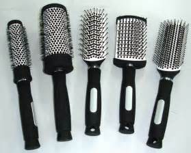 cleaning hair brushes picture 1