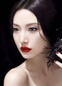 does black hair complement pale skin picture 6