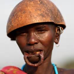 african tribe who use discs in their lips picture 14