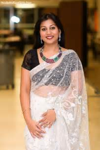 indian local sexy women in sleeveless blouse saree pic picture 9