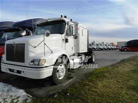 used single axle extended sleeper tractors for sale picture 8