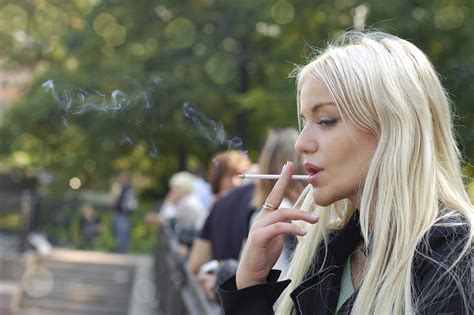 women want to smoke in public picture 13