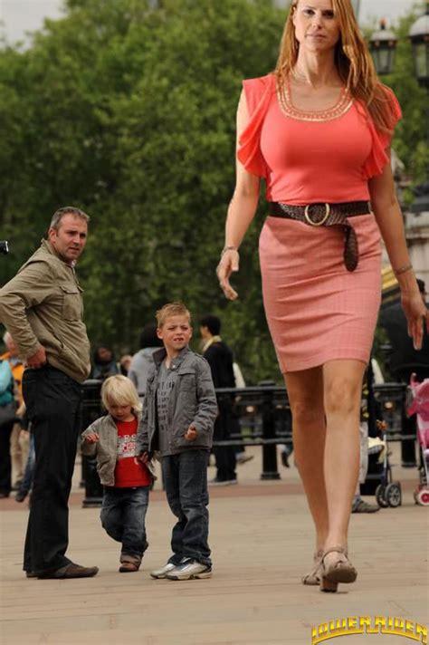 giantess big tall woman vs small man picture 10