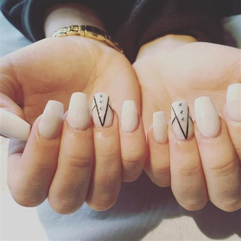 white line in nail picture 14