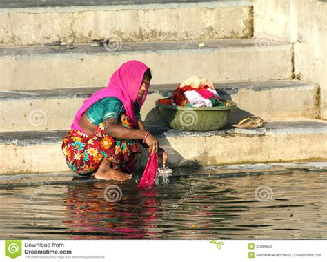 indian women washing cloth picture 9