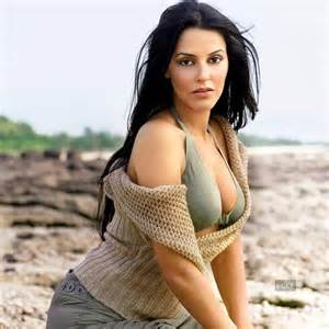 neha dhupia back side hot cleavage wallpaper picture 1
