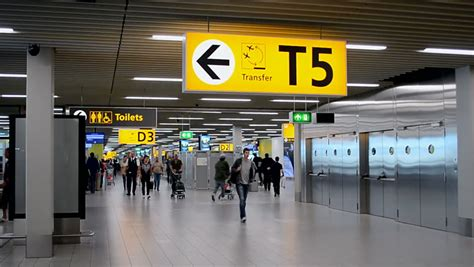 smoking in amsterdam airport in 2014 picture 15