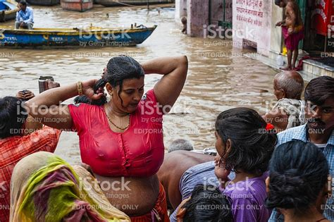 women of indian taking gang bath picture 2