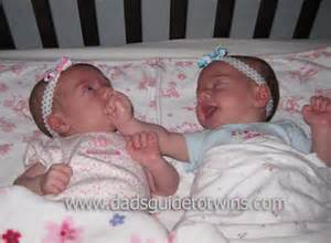 can i sleep twins in the same crib picture 5