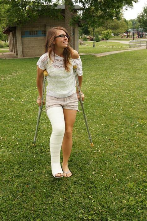 women crutches pain leg picture 7