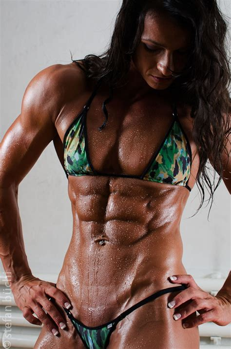 females with muscles strangle women and men picture 2