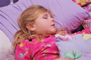 i need to sleep with a little girl. picture 1