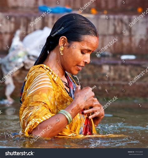 ladies taking bath in holy rivers in xossip picture 6