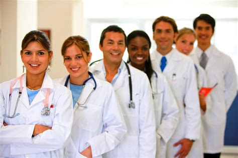 find only female doctors who will examin male picture 3