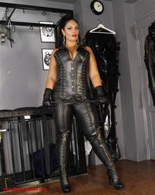 Femdom stories Pet 17 picture 17