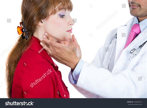 female doctor performing physical picture 3