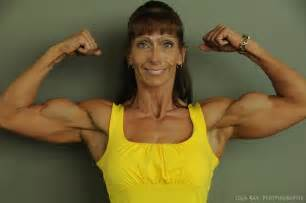 beautiful female bodybuilders flexing biceps picture 11