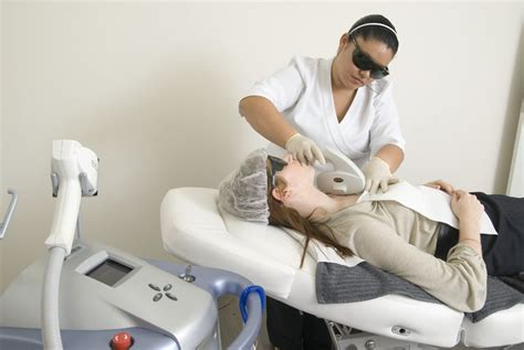 laser stretch mark removal dermatology picture 11