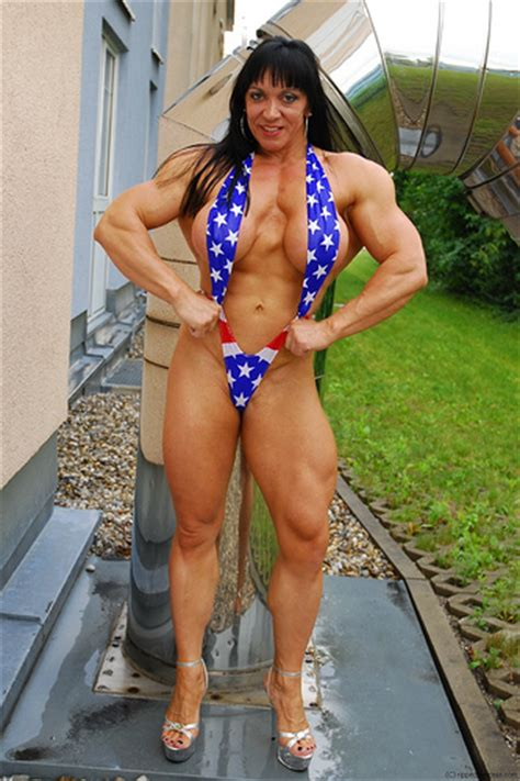 female bodybuilder for muscle posing sessions picture 7