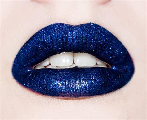 Blue lipstick lips picture 2
