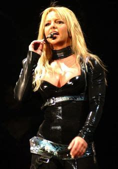 britney spears hair color for the onyx tour picture 15