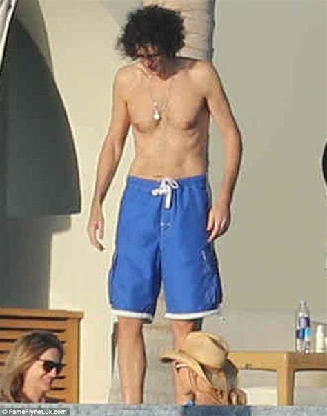 howard stern six pack abs picture 1