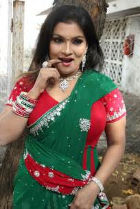 hot south indian aunties showing navel and cleavage picture 13