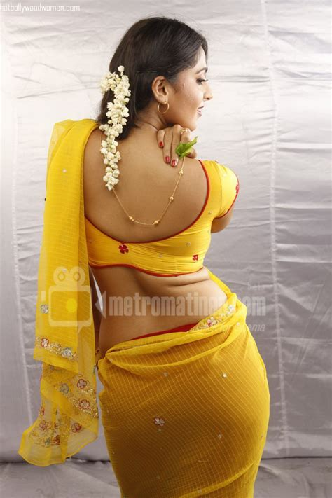 sex latest aunty full shape front side iduppu thoppul picture 3