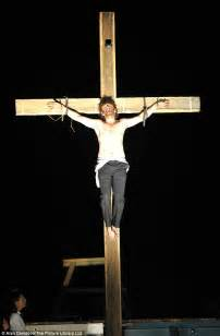 women agree to be crucified picture 11