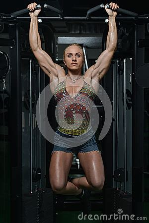 women heavy weight muscle morphs picture 18