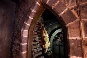 whipping women in the dungeons picture 14