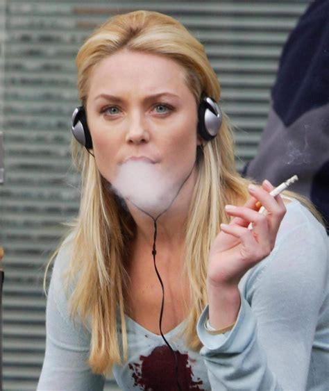 celebrity women that smoke picture 1